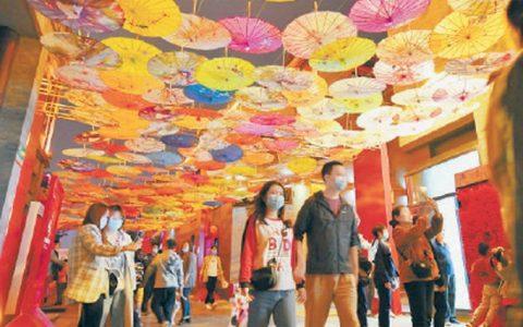北京各大商圈人气爆棚,国潮市集引人驻足