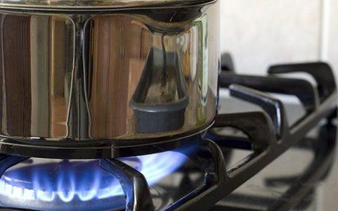 煤气灶把锅烧黑怎样调