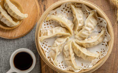 如何做蒸饺(蒸饺怎么做鲜嫩多汁?)